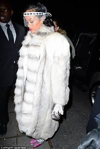 Fur wearing Rihanna receives Fashion Icon Award Fur Source