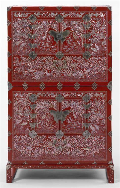 korean red lacquer chest victoria  albert museum