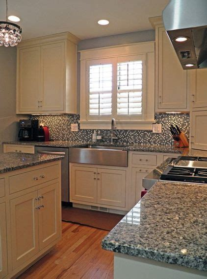 azul platino countertop  white cabinets hate  busy