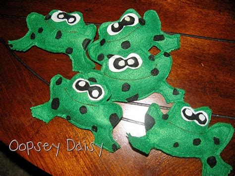 5 Green Speckled Frogs