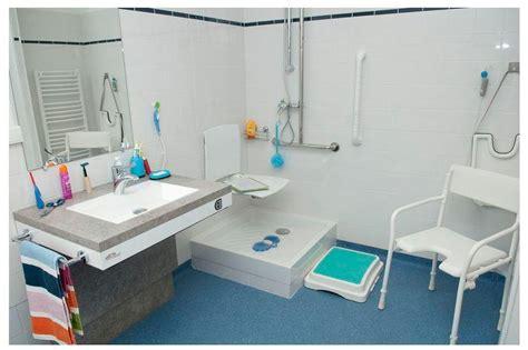 siege baignoire personne agee amenagement baignoire personne agee 28 images
