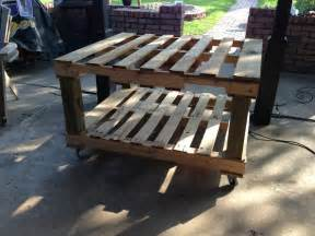 the crafty geeks patio pallet table