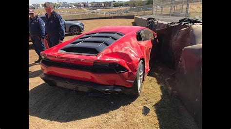 crashed lamborghini huracan lamborghini huracan crash at kyalami race track
