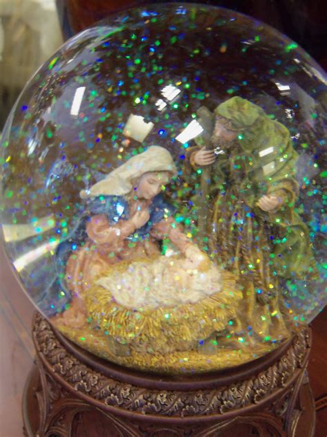 nativity snow globes snowglobes and waterballs pinterest