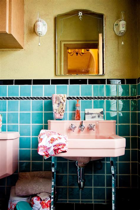 retro pink bathroom decor 17 best images about turquoise bathrooms on