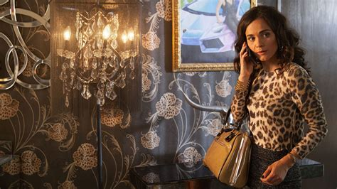 Alice Braga as Teresa Mendoza in Queen of the South Season ...