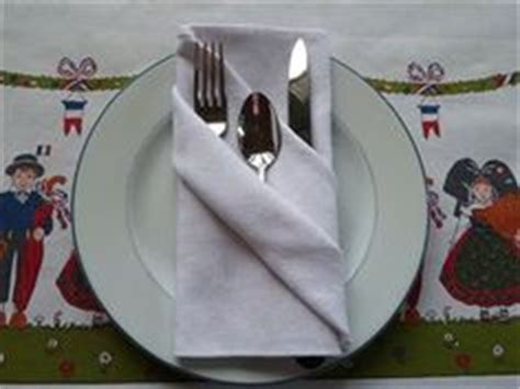 pliage serviette porte couvert de la table pliage de serviette on napkins napkin folding and napkin rings