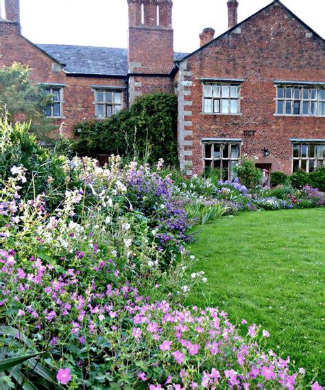 ideas  steal  english cottage gardens gardenista