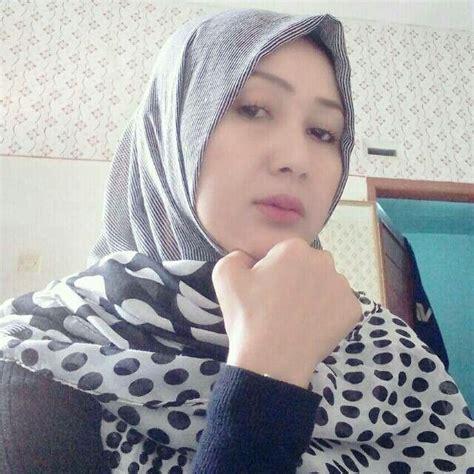 Yuk join membernya bnyak koleksi jilbab nya sekali bayar buat selamanya. Pin oleh Bob di Fashion   Wanita, Wajah, Jilbab cantik