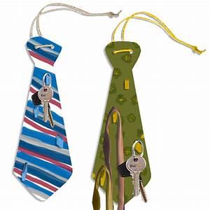 Fête Des Pères Cadeau : porte cravates en forme de grosse cravate cadeau de f te des p res cadeaux f te des p res t te ~ Melissatoandfro.com Idées de Décoration