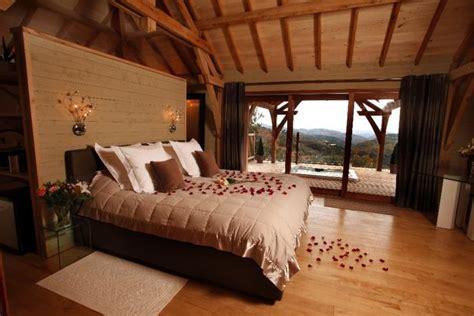 cabane dans la chambre la cabane du fanabregue nuit insolite avec