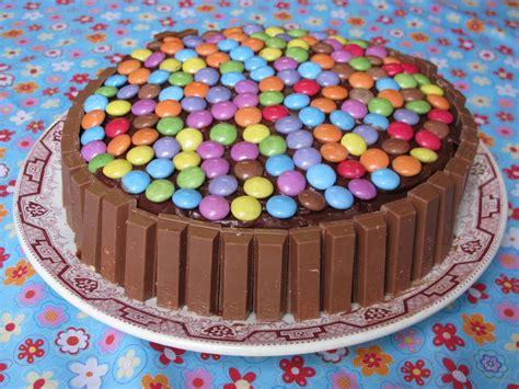 recette de cuisine pour anniversaire gâteau au chocolat kit et smarties pour 8 personnes