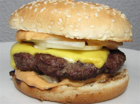 File:Homemade cheeseburger.jpg - Wikimedia Commons