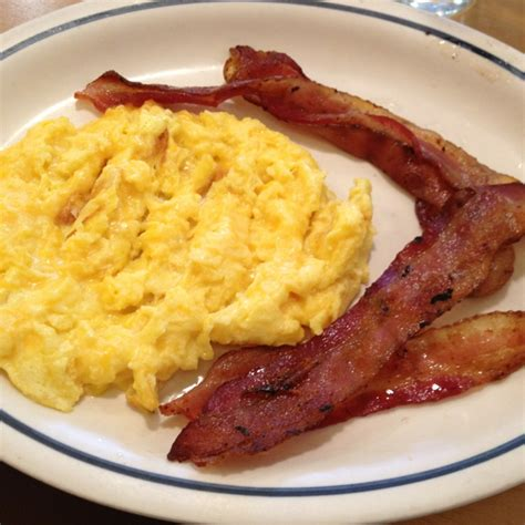 how to make ihop eggs bacon cheesy scrambled eggs ihop friday night eats pinterest