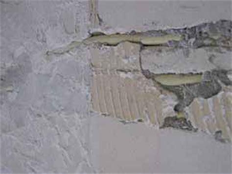 slaapkamer muur egaliseren muur egaliseren dikke houten balken