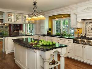 Kitchen : Classic And Traditional White Kitchens