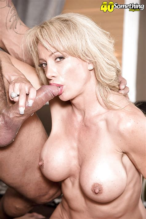 Over 40 Blonde Cougar Raquel Sultra Frees Big Tits Before