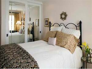 animal print in 33 chic and modern bedroom designs rilane With images of leopard bedrooms ideas