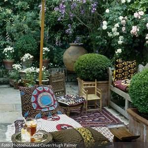 ethno auf der terrasse garten ideen rund ums haus With markise balkon mit tapete bohemian