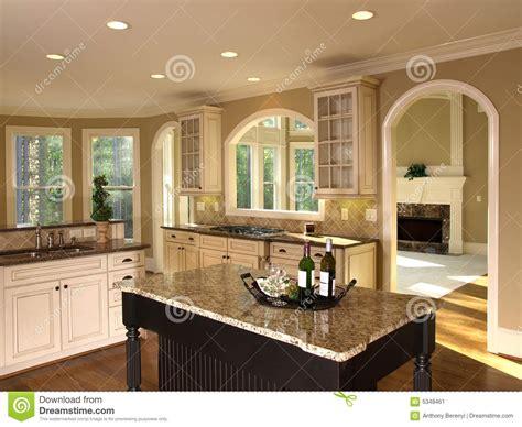 cuisine ile de île de cuisine de luxe de maison modèle image stock