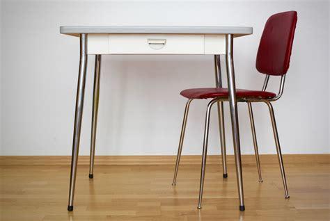 Küchentisch Und Stühle by Kleiner K 252 Chentisch Mit Stuhl Raumwunder Vintage