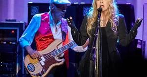 Fleetwood Mac Reunite With Christine McVie at Golden ...
