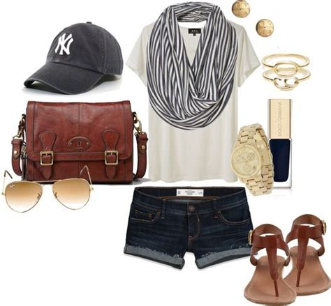 10 Snazzy Women Outfit Ideas for a Baseball Game