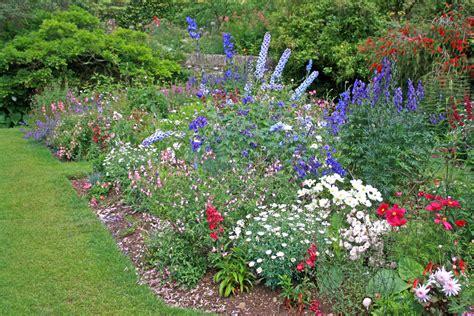 Garten Gestalten Blumen by Pflegeleichte Blumen Garten Bunter Blumengarten