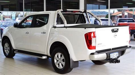 nissan navara np  st  white  speed