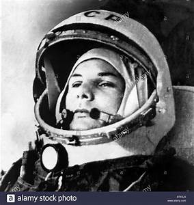 First Russian Cosmonaut Yuri Gagarin - Pics about space