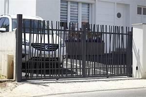 portail coulissant avec barreaux asymetriques design pyla With porte de garage enroulable jumelé avec crocheter une serrure