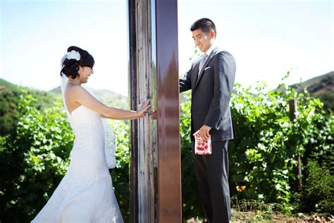 Creative First Look Wedding Photo Outdoor Weddings