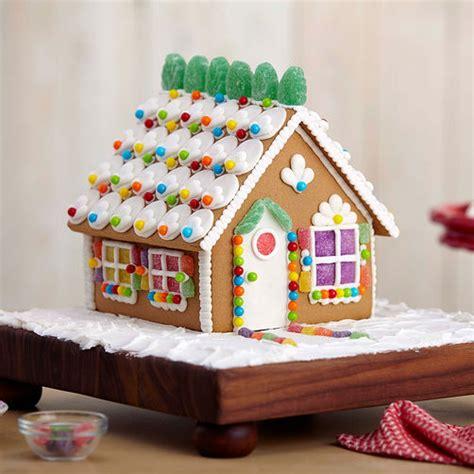 cute gingerbread house  wilton