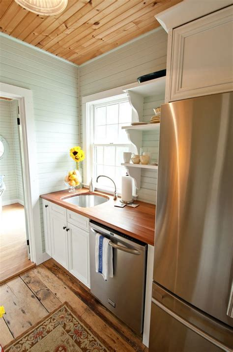 tiny cottage kitchens 25 best ideas about small cottage kitchen on 2838