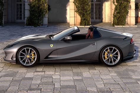 Ferrari has come up with a very appropriate name as the 812 superfast is the most powerful & fastest front engined. Galería de fotos Ferrari 812 GTS 2020 - Arpem.com