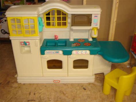 tikes country kitchen price tikes play kitchen for d 9045