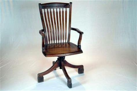 ancienne le de bureau fauteuil de bureau ancien pivotant en teck