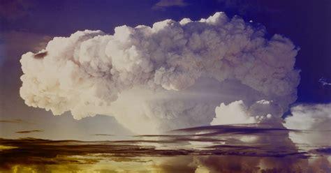 missile bomb explosion hydrogen