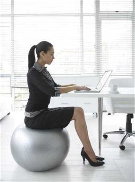 chaise de bureau ballon should you switch your desk chair for an exercise
