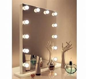 Spiegel Mit Lampe : beeindruckend lampen f r spiegel lampe mit schmuck zusammen oder in verbindung luxe make up met ~ Eleganceandgraceweddings.com Haus und Dekorationen