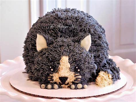 Detalles en volumen en pasta de azúcar en el bonete y ovillo. Buttercream Cat cake #kittycake #catcake #kidscake | Buttercream cake designs, Birthday cake for ...