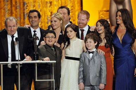 the modern family season 4 cast controversy settled but there s a new stella