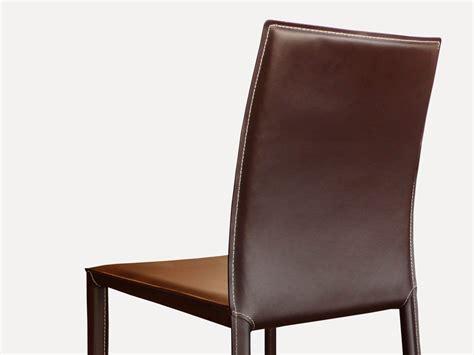 chaise daw eames chaise en cuir costa marron