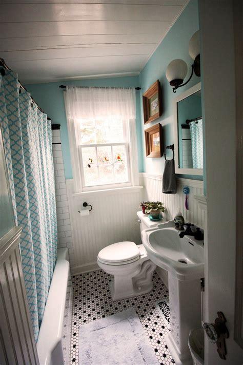 jen andrews colorful bungalow vintage bathroom decor