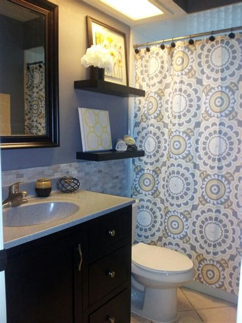 Yellow And Gray Bathroom Wall by 25 Best Ideas About Yellow Bathroom Decor On