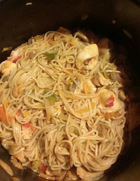 cuisiner des pates chinoises nouilles chinoises au poulet recettes cookeo