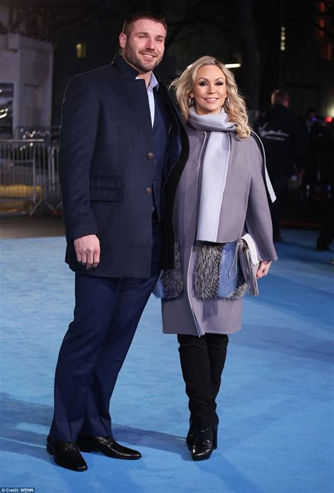 foto de Kristina Rihanoff covers up her bump with Ben Cohen at