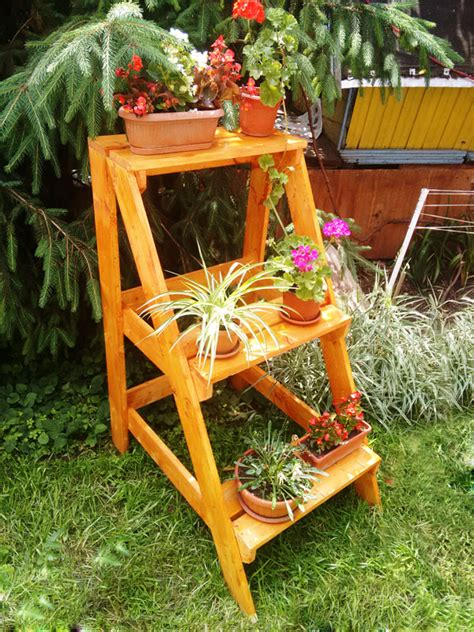 Patio Plant Stand Plans by Diy Ladder Plant Stand Myoutdoorplans Free Woodworking