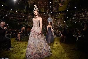 christian dior39s maria grazia chiuri39s couture debut With robe de bal haute couture