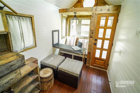 Tiny Häuser Sixx by We Quit Our Built A Tiny House On Wheels And Hit The